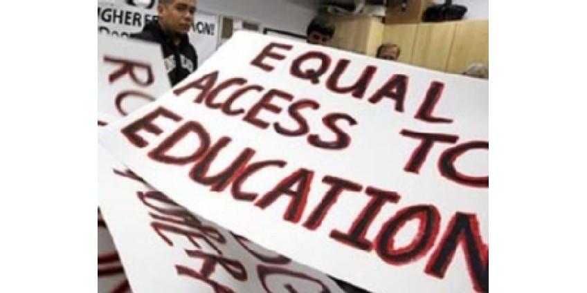 Белые студенты выступают против расизма
