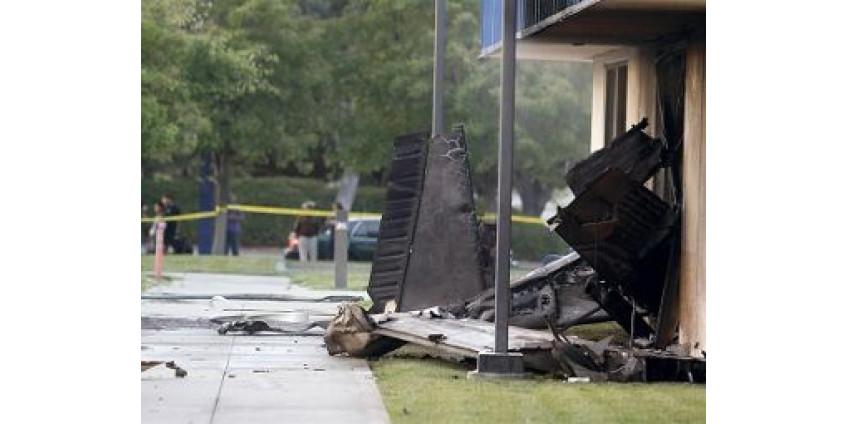 ЧП в Ватсонвиле: самолет упал на больницу
