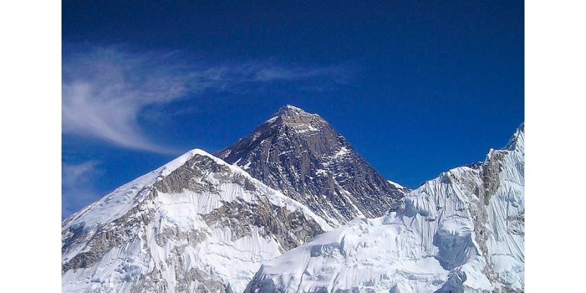 С 14 мая при восхождении на Эверест погибли не менее 10 туристов