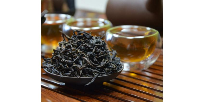 Роскачество развеяло миф о красителях и мусоре в черном чае, но нашло в нем пестициды и кишечную палочку
