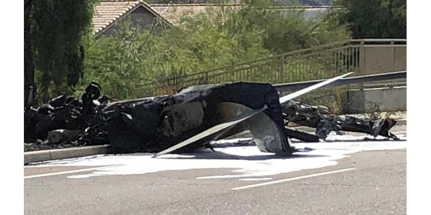 В Финиксе на шоссе рухнул самолет