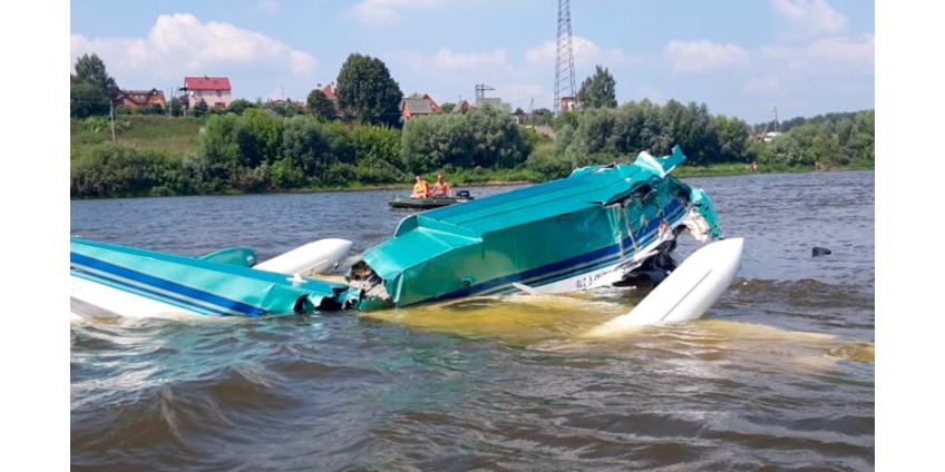 Легкомоторный самолет разбился в Подмосковье, упав в воду