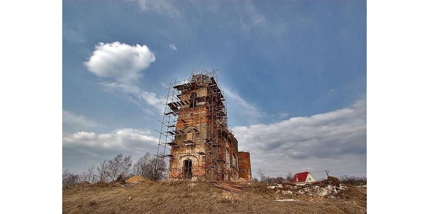 Под Нижним Новгородом нашли мумию, замурованную в стену церковной лавки