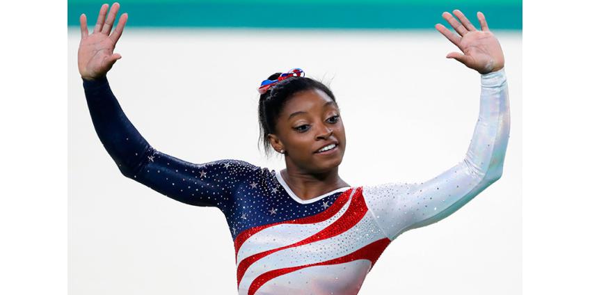 Байлз стала первой гимнасткой, выполнившей двойное сальто назад с двумя винтами