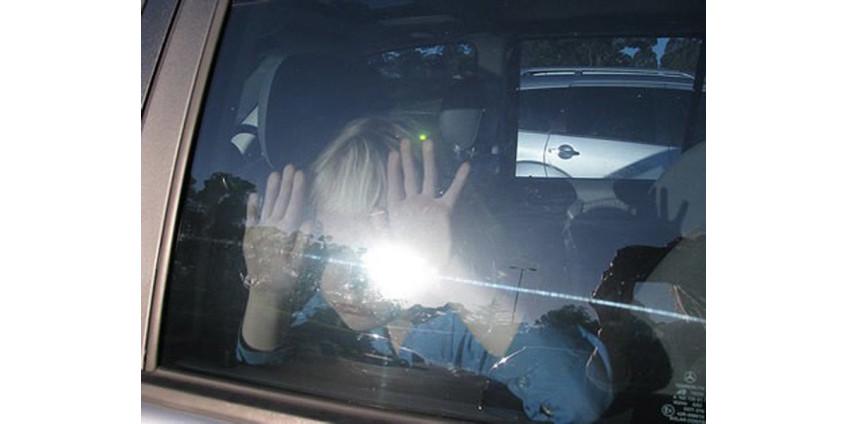 Женщина из Аризоны заперла ребенка в машине и отправилась за покупками