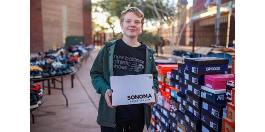 Мальчик из Лас-Вегаса прославился огромной коллекцией обуви, собранной для благотворительности