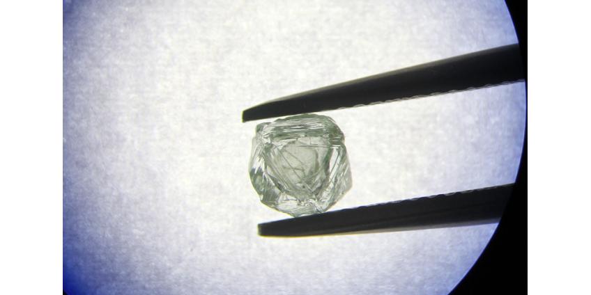 """В Якутии найден """"алмаз-матрешка"""": внутри одного камня свободно перемещается другой"""