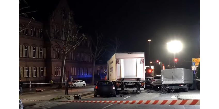В немецком Лимбурге угонщик грузовика протаранил автомобили на светофоре, это признали терактом