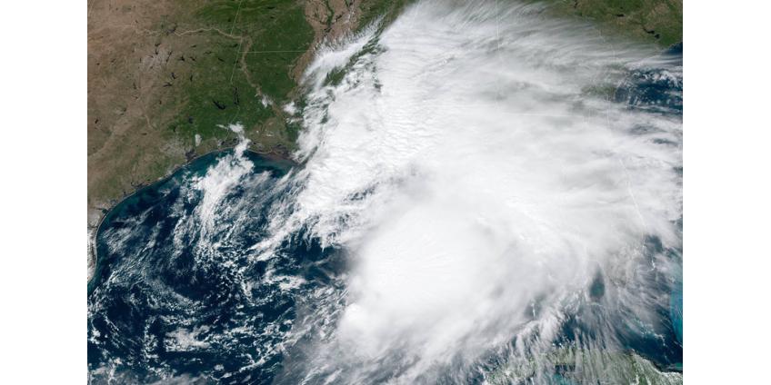 """В Мексиканском заливе тропический шторм """"Нестор"""" движется на Флориду"""