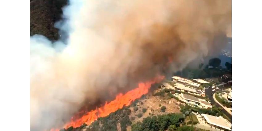 В Калифорнии продолжают бушевать мощные природные пожары