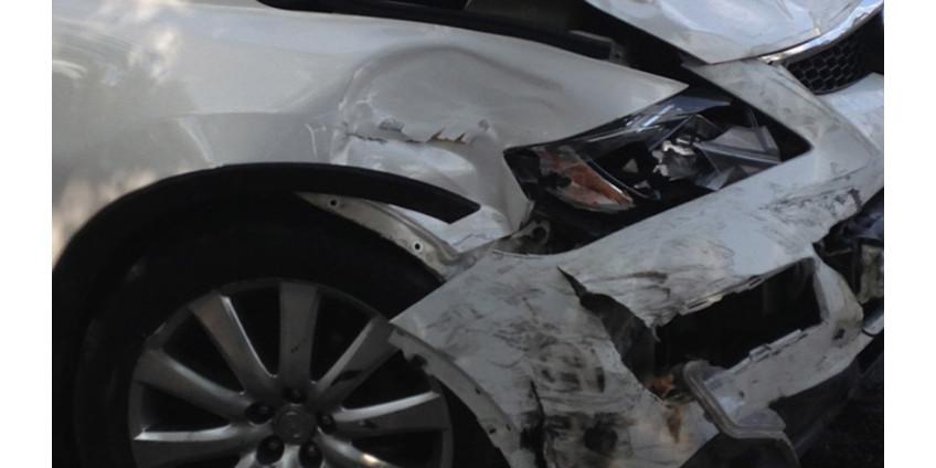 Женщина за рулем авто в Финиксе спасла семью с коляской, совершив неожиданный маневр