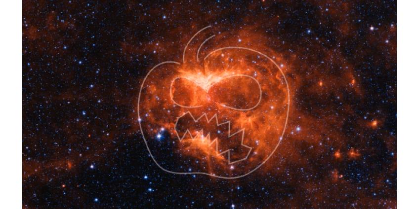 Телескоп Spitzer заснял на краю галактики жуткий символ Хеллоуина