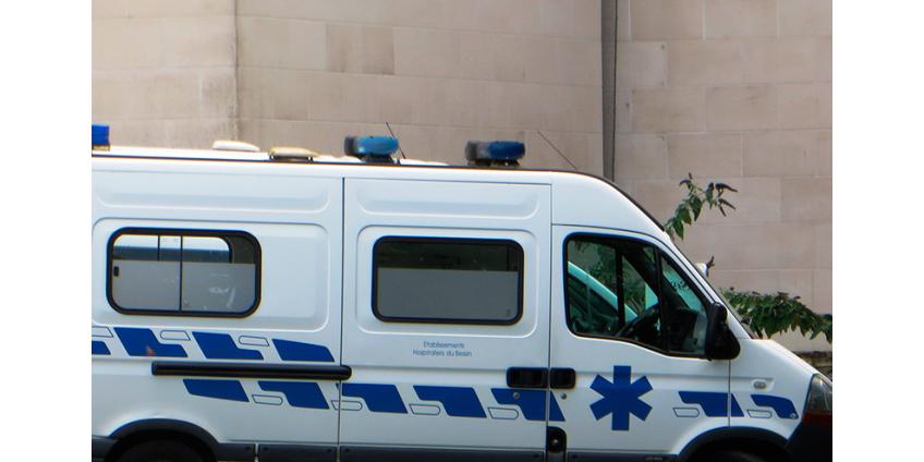 На севере Франции опрокинулся междугородный автобус, более 30 пассажиров пострадало