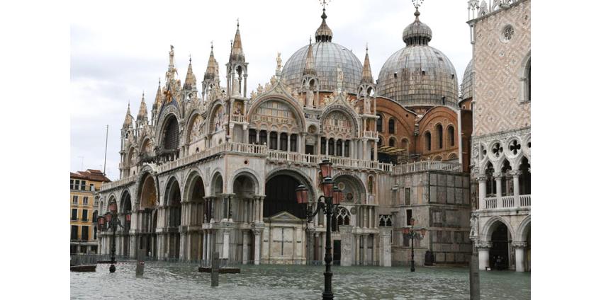 Наводнением поврежден собор Святого Марка в Венеции