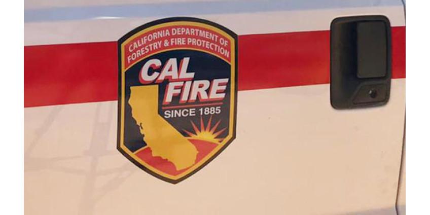 Трое пожарных из округа Сан-Диего пострадали при возгорании в жилом доме