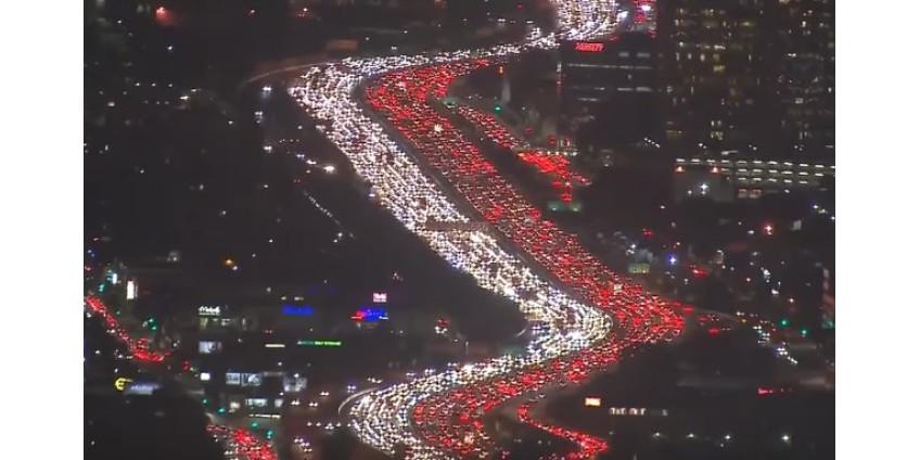 Гигантская пробка в Лос-Анджелесе стала хитом в Интернете