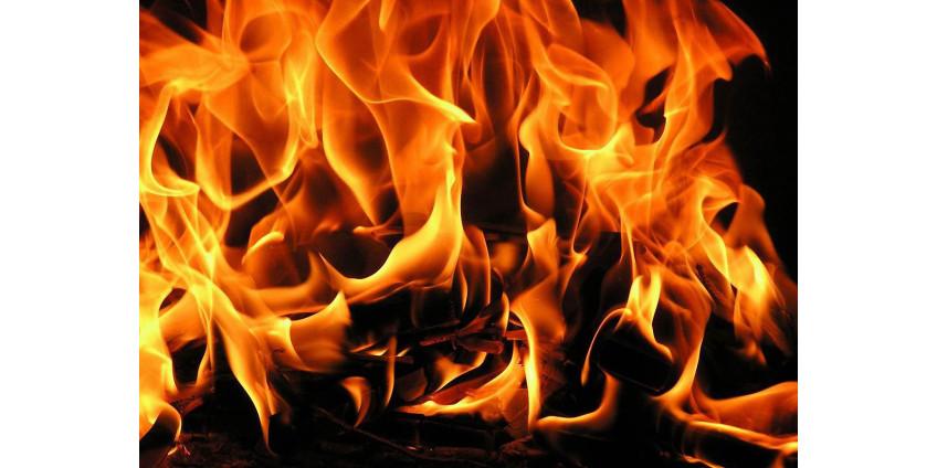 Женщина из Калифорнии во время пожара связала сына и надела ему на голову пакет