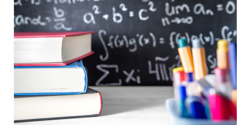 Трем школам Финикса грозит закрытие