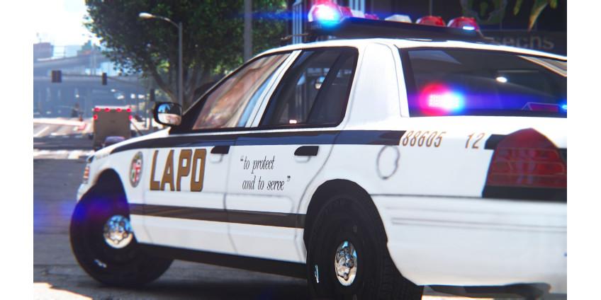Офицера полиции Лос-Анджелеса обвинили в том, что он притрагивался к груди погибшей женщины