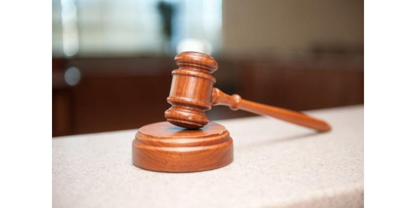 Мужчину из Айовы осудили на 15 лет за сожженный флаг ЛГБТ