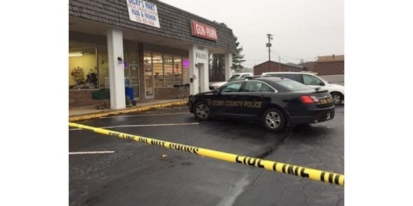 Владелец магазина табачных изделий в Калифорнии застрелил двух грабителей, третьему удалось скрыться
