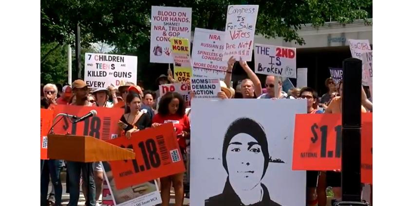 В одном из крупнейших в США школьных округов школьникам разрешили официально прогуливать для участия в акциях протеста