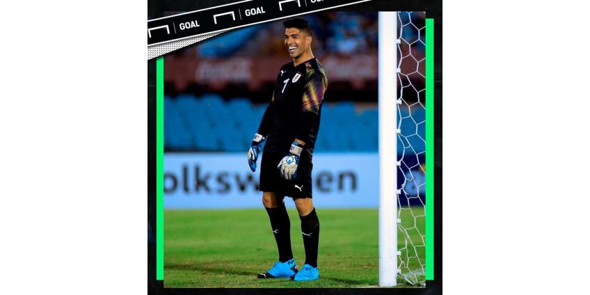 Луис Суарес встал в ворота в прощальном матче Диего Форлана