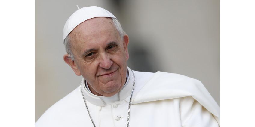 Папа Римский извинился за то, что во время новогоднего торжества ударил по рукам вцепившуюся в него женщину