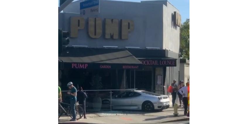 В Западном Голливуде в ресторан врезался Ferrari