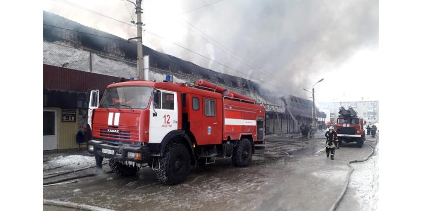 Пожар в торговом комплексе в Искитиме Новосибирской области