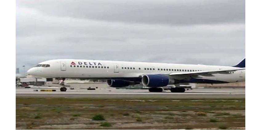 Учителя начальной школы Лос-Анджелеса подали в суд на авиакомпанию Delta Air Lines из-за сброшенного топлива