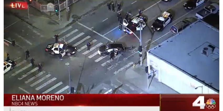 Сотрудники полиции Лос-Анджелеса были ранены в аварии, которой завершилась погоня