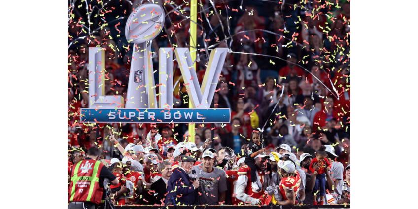 """Футболисты """"Канзас-Сити Чифс"""" впервые за 50 лет выиграли Супербоул"""