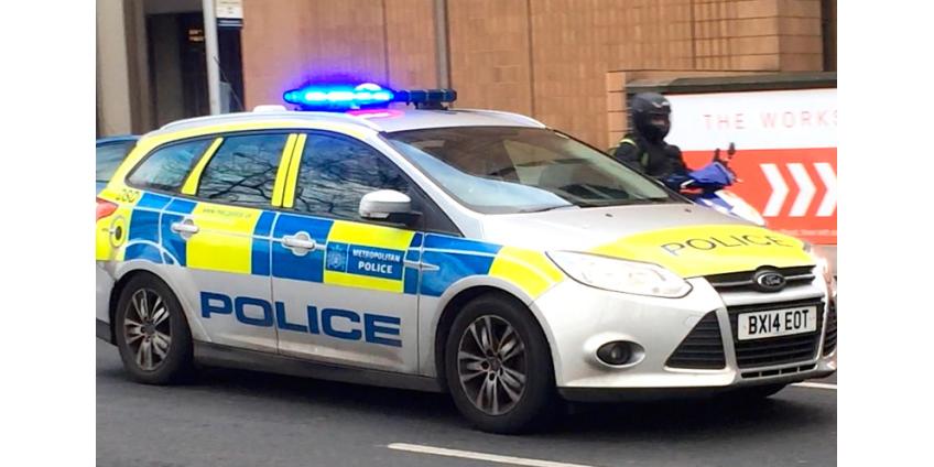 На юге Лондона неизвестный напал с ножом на прохожих