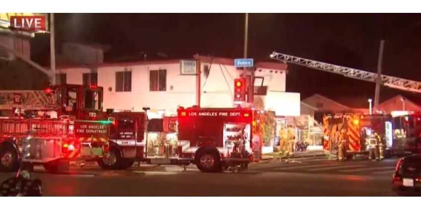 Один человек погиб, четверо пострадали при пожаре в гостинице в центре Лос-Анджелеса
