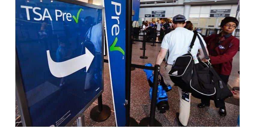 «Усиленный досмотр» в аэропорту Лос-Анджелеса: пассажирку попросили показать грудь