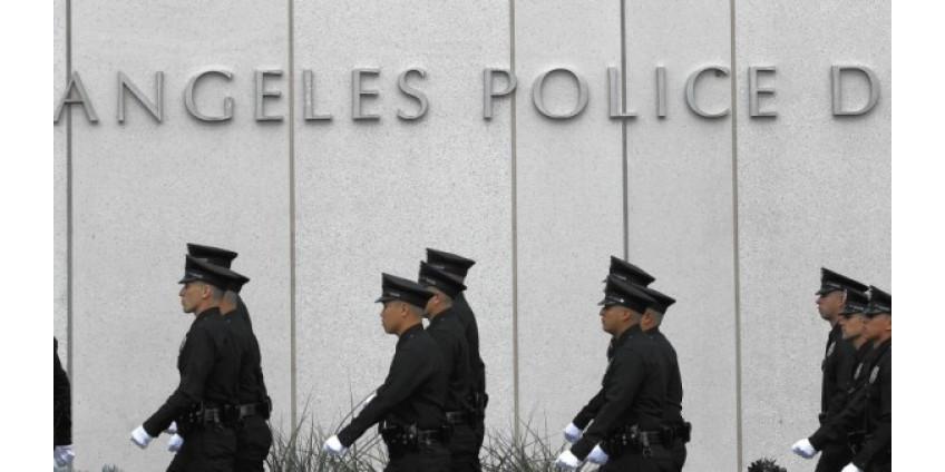 В Лос-Анджелесе десятки полицейских и пожарных заразились коронавирусом