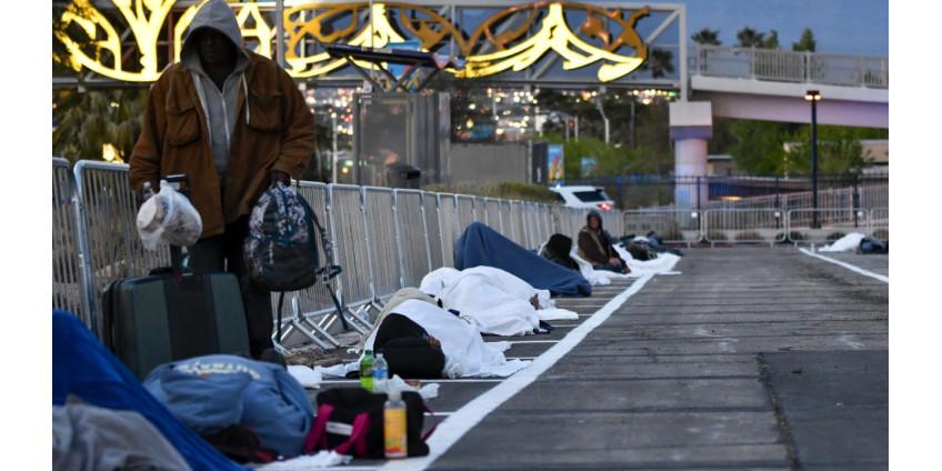 Общественники в Лас-Вегасе возмутились тем, что бездомных заставили жить на парковке