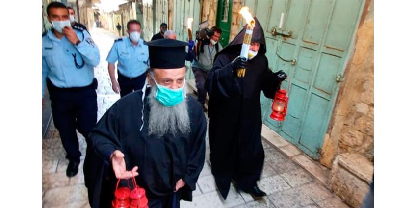 Церемония освящения благодатного огня в Иерусалиме впервые за 10 веков прошла без паломников