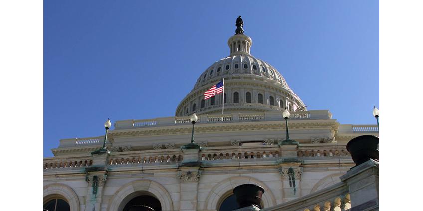"""Конгресс США одобрил еще один пакет """"противовирусных"""" экономических мер в 500 миллиардов долларов"""