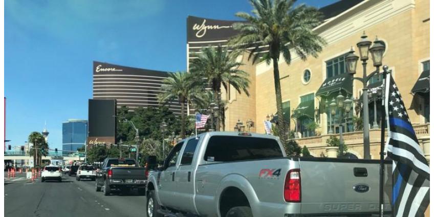 По Лас-Вегас Стрип проехали протестующие с призывом возобновить работу в Неваде