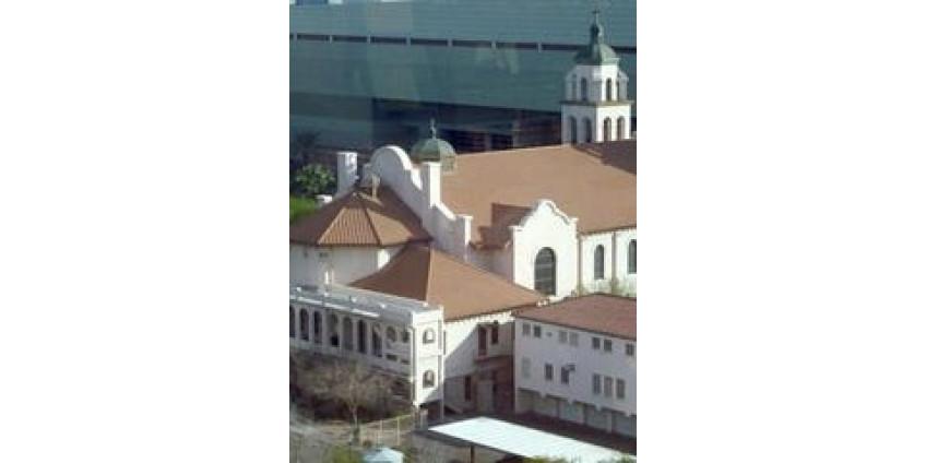 Католическая епархия Финикса планирует сокращение рабочих мест и зарплаты священников