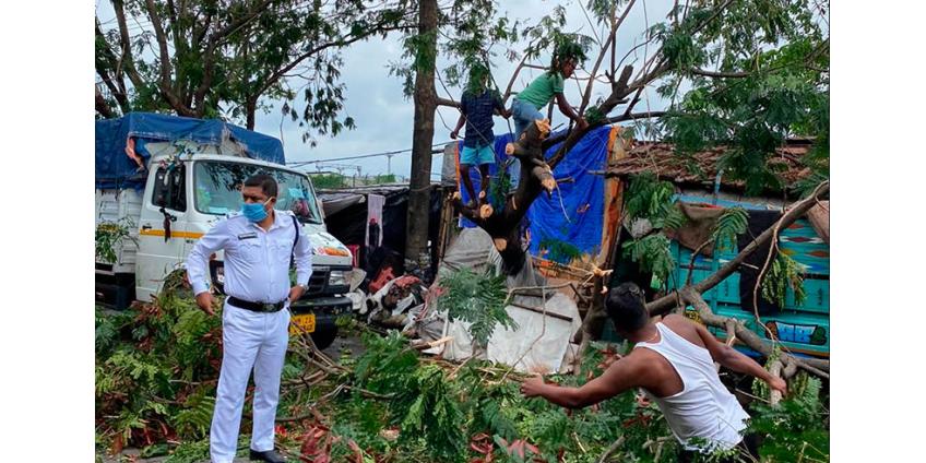 """Тропический циклон """"Ампан"""" в Индии и Бангладеш: разрушены тысячи домов, минимум 80 погибших"""