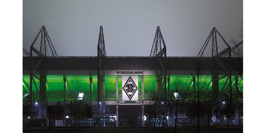 """На стадионе """"Боруссия Парк"""" в Менхенгладбахе установили 12 тысяч картонных болельщиков"""