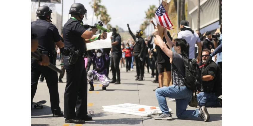 Из-за беспорядков в Лос-Анджелесе ввели комендантский час