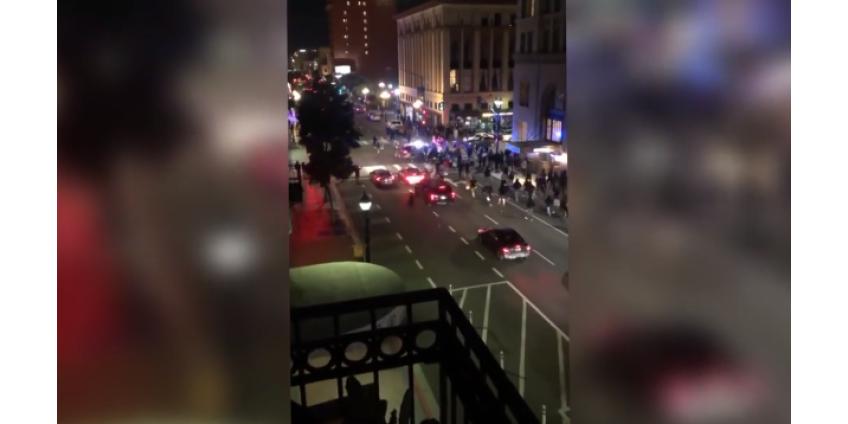 В Сан-Диего полицейская машина въехала в толпу демонстрантов