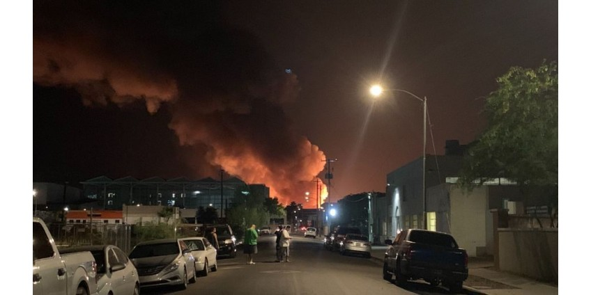 Недалеко от центра Финикса вспыхнул крупный пожар