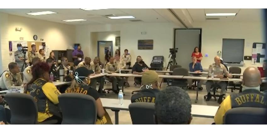 Полиция Лас-Вегаса провела круглый стол для ослабления напряженности в обществе