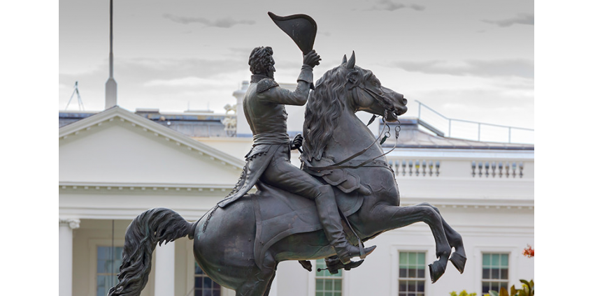 Повредившим статую президента Джексона в Вашингтоне предъявили обвинения в попытке уничтожения федеральной собственности