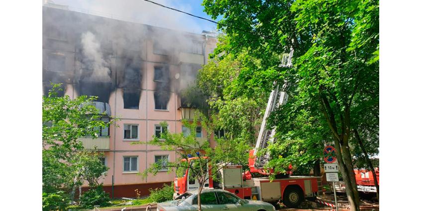 В Москве произошел взрыв в жилом доме, сгорело несколько квартир